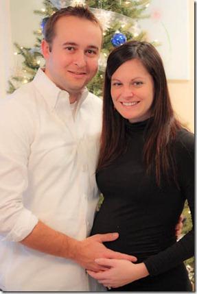 35 weeks pregnant couple photo christmas